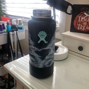 Hydro Flask (painted)